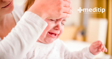 Causas de la hidrocefalia: bebé con síntomas de hidrocefalia